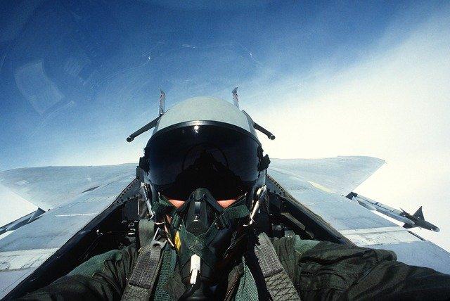 戦闘機パイロット